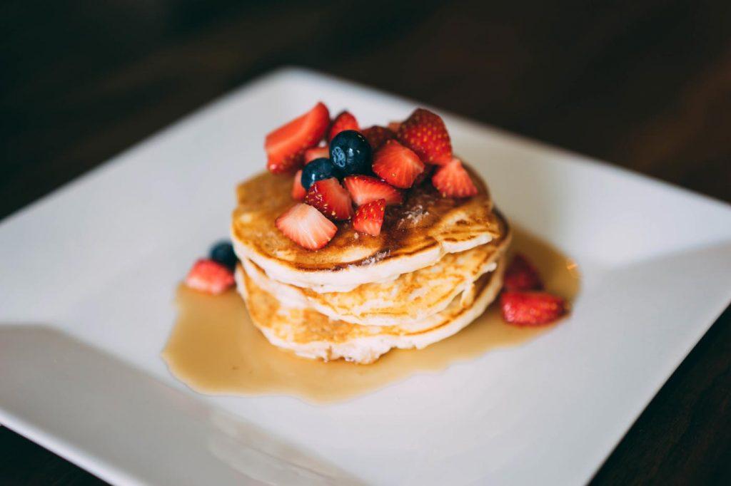 Schnelle Pancakes mit Erdbeeren